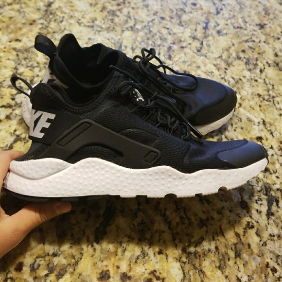 0aee7138f811 WOMENS NIKE AIR HUARACHE RUN ULTRA  819151-001. M 5a35823e00450f039601b07b